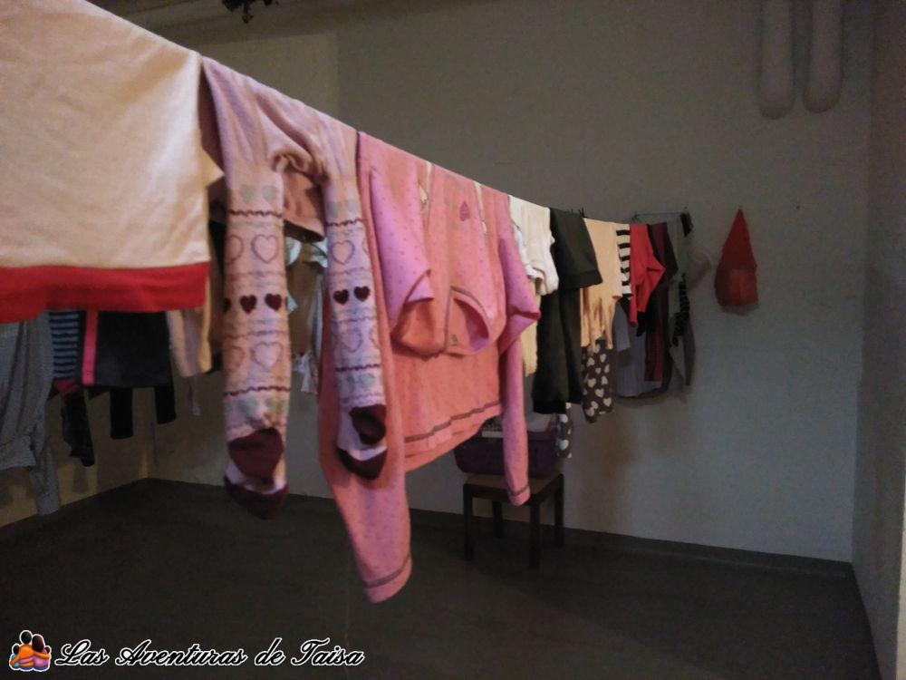 Tender la ropa en Alemania en el interior - Keller