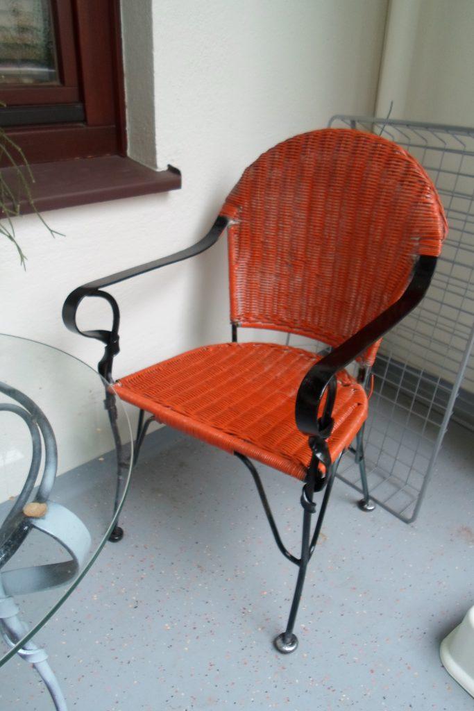 Cómo pintar sillas de mimbre y hierro