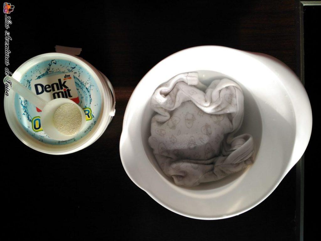 Body Pinguinos en remojo blanqueante DM - trucos para limpiar manchas de caca en la ropa del bebé