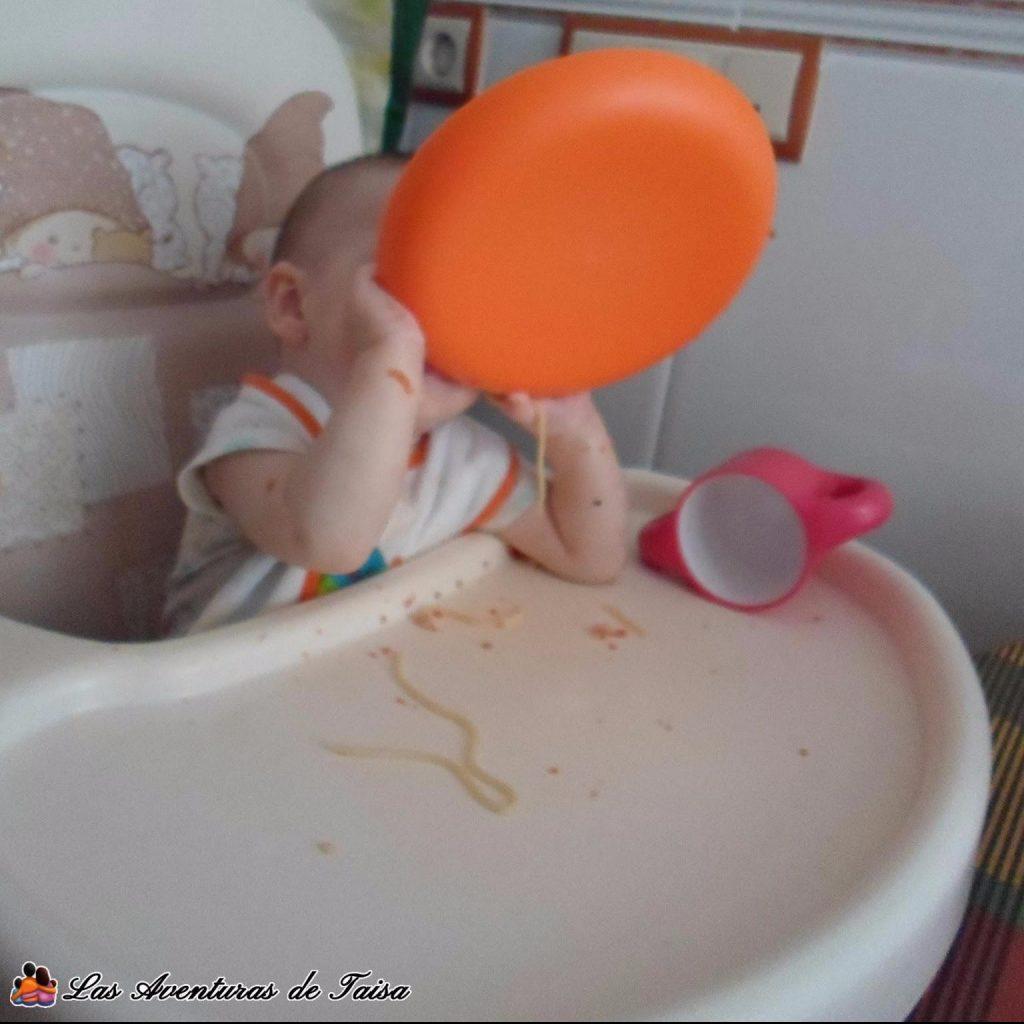 Bebé comiendo spaguetti - BLW en estado puro