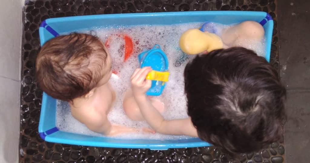 Bañera Flexi Bath de Stokke para dos niños