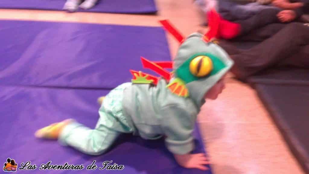 Niño bebé con disfraz de Baby Murloc Wow