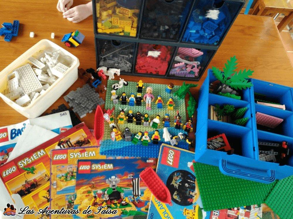 Esta es mi colección de piezas de Lego que he ido acumulando desde que era pequeña, bien organizada