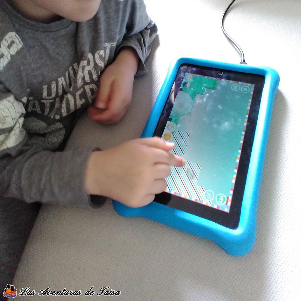 Mi hijo jugando con su tablet Fire Kids