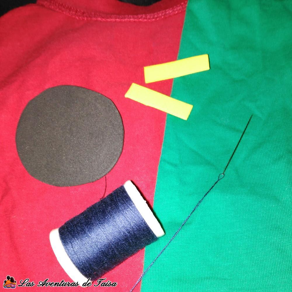 Cosiendo el disfraz de Robin