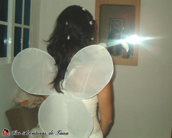 Detalle de las alas del disfraz de hada de espaldas