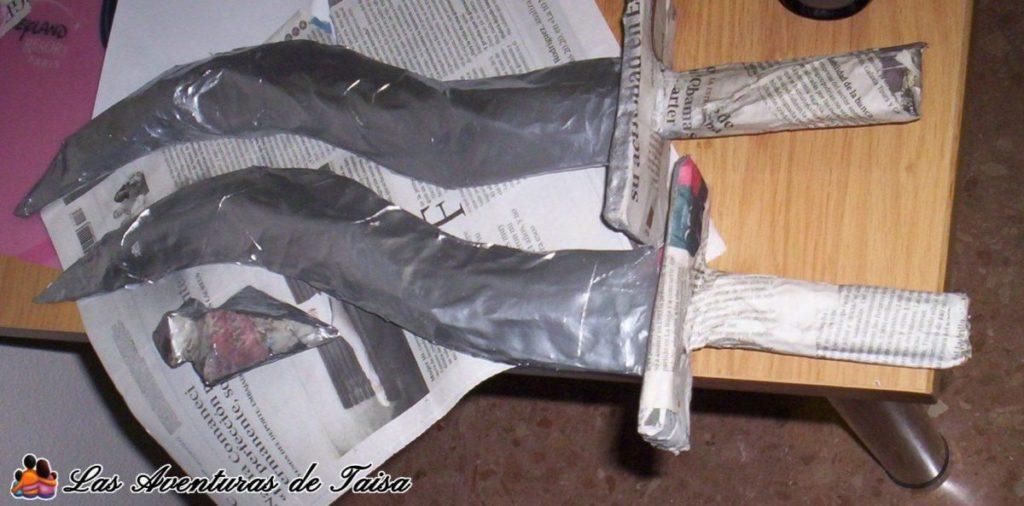 Armas de cartón para el disfraz de Katarina