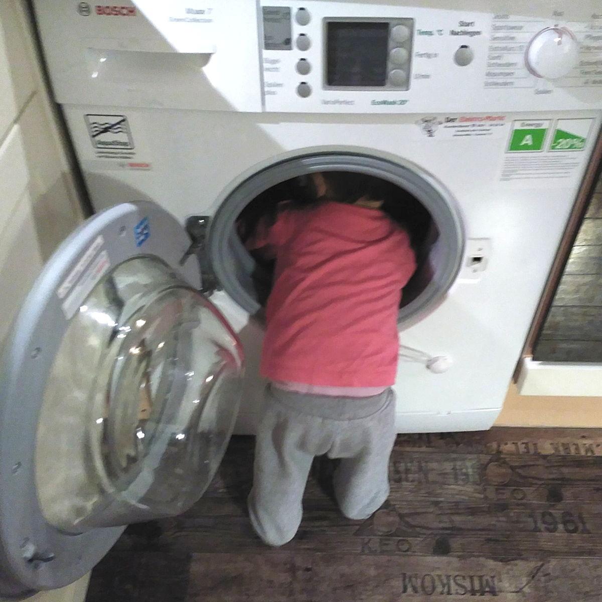 Mucho ojo con la lavadora, puede ser un peligro para el bebé