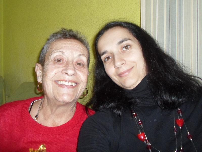 Mi madre y yo con una sonrisa