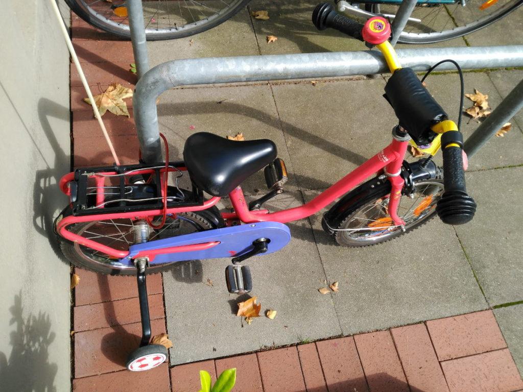 Aprender a ir en bici con ruedines igual no es la mejor opción