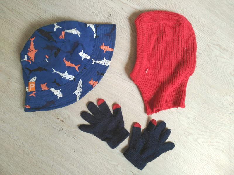 Gorros y guantes para los niños