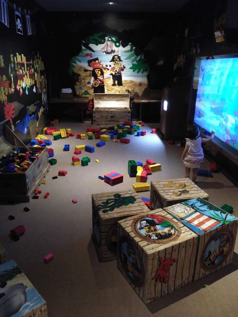 Comida Legoland - Taberna Pirata - Sala de juegos (2)