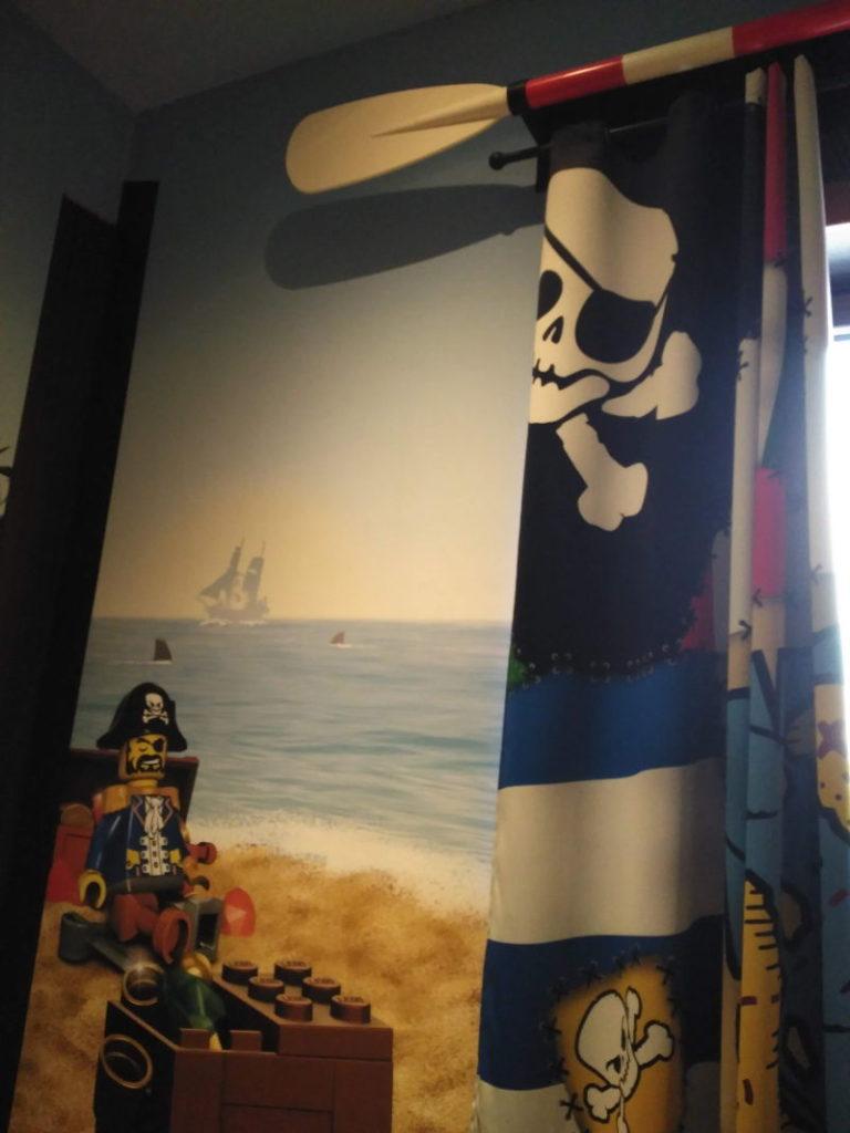 Hotel Pirate Island - Legoland - Remo en las cortinas
