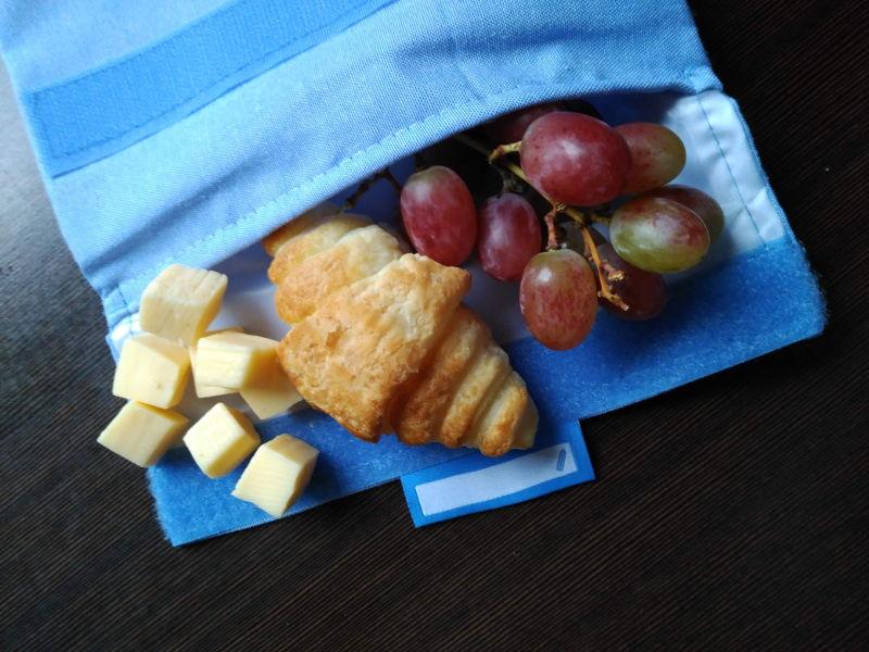 Idea de desayunos sanos para niños - Croissant casero, queso y uvas