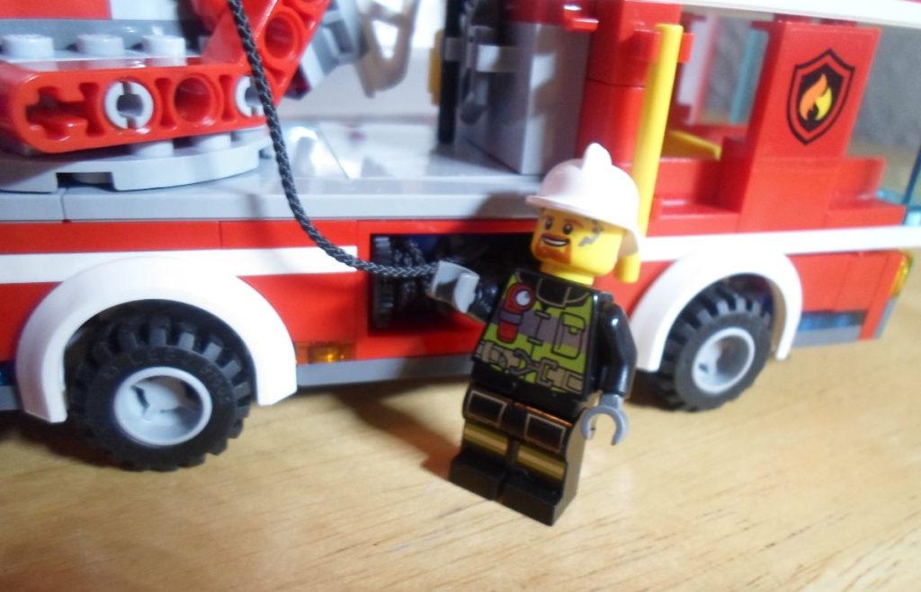 Lego - Opiniones sobre nuestros sets de lego - Imagen ilustrativa set de camión de bomberos - bombero y camión