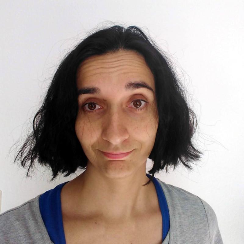 ANTES - Pelo seco y encrespado - así tengo el pelo usando otros productos, hecho un estropajo