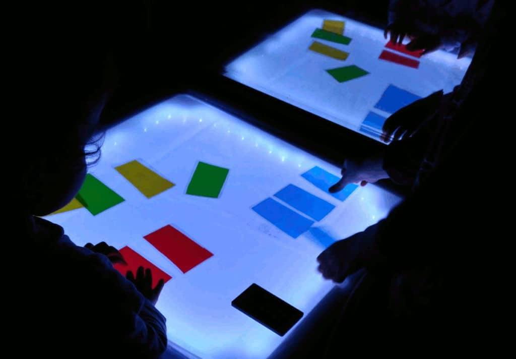 Cómo hacer una mesa de luz casera: Materiales caseros para mesa de luz