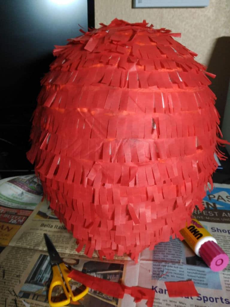 Como hacer una piñata de Spiderman - Flecos de papel seda