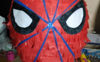 Cómo hacer una piñata de Spiderman DIY