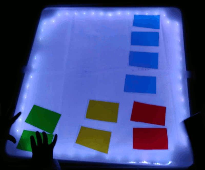 Jugar con la mesa de luz casera
