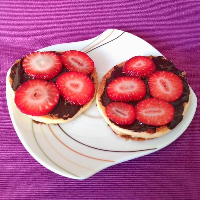 Desayunos saludables - Tortitas con chocolate y fresas