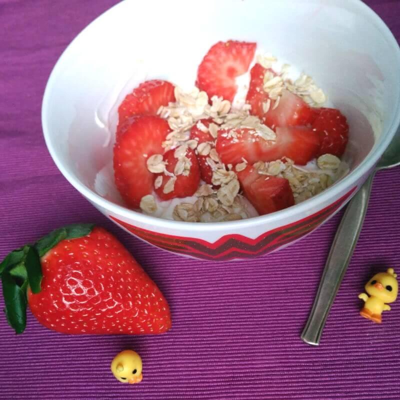 Desayunos saludables - Yogurt con fresas y avena