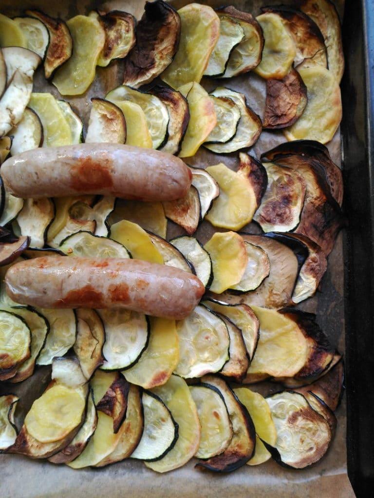 Salchichas con verdura al horno - Recetas rápidas