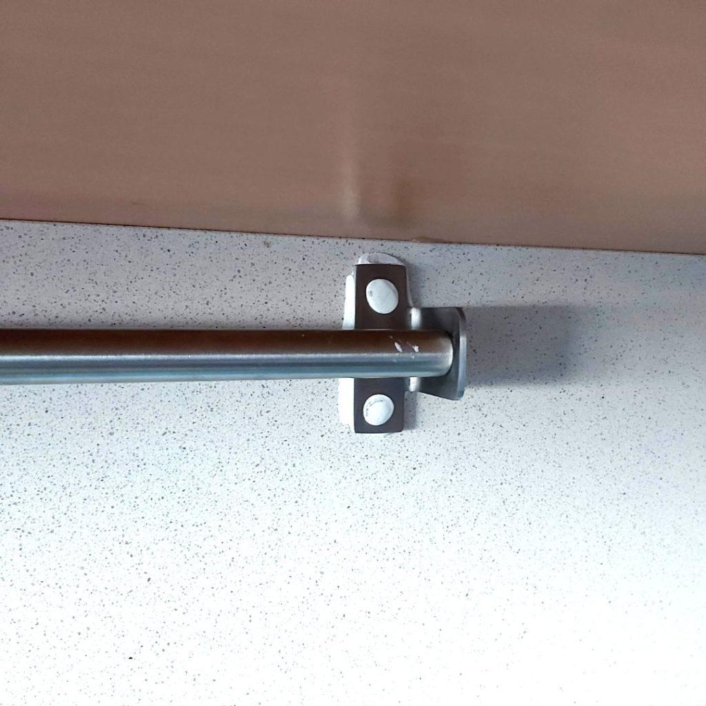 Poner una barra de cocina sin agujeros