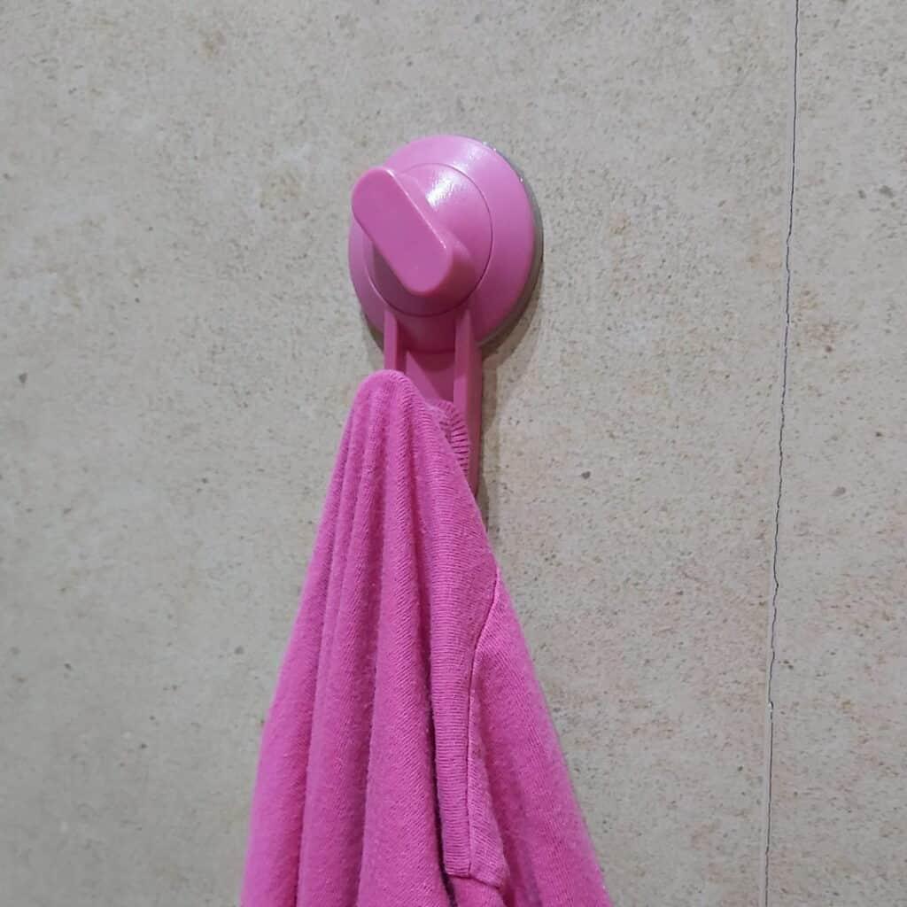 Ganchos de ventosa para colgar sin taladrar las cosas en el baño o cocina